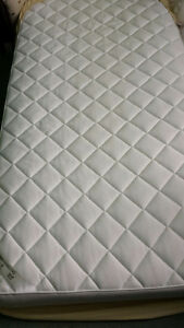 BED+MATTRESS+FRAME / MATELAS+BASE+CADRE (TWIN-DOUBLE)