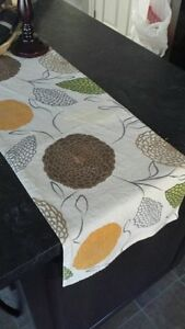 TWO 6' TABLE RUNNERS PLUS ONE POT HOLDER