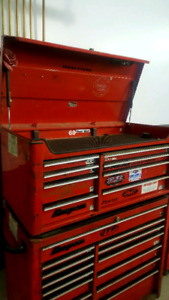 Snap on tool chest and box. Solid and well built.