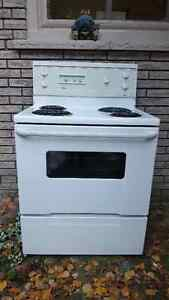 Stove - clean, good working condition Kawartha Lakes Peterborough Area image 1