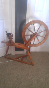 Antique style spinning wheel