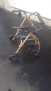 Déambulateur ou chaise de repos roulante, marchette