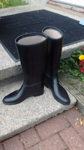 Horseback riding boots, lined inside