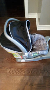 SAFETY 1ST CAR SEAT UP TO 22LBS West Island Greater Montréal image 4