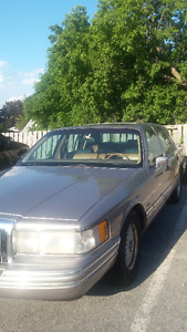 1994 Lincoln Town Car Signature $2900 OBO