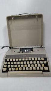 *ROYAL MERCURY - typewriter - Besoin encre*