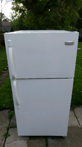 Fridges and Stove for Sale