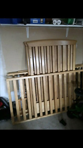 Convertible crib 3 in 1... Changing table