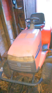 Lawn tractor for parts or repair 200$