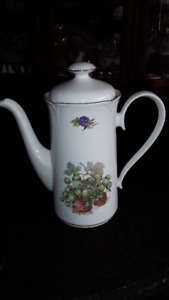 FINE PORCELAIN COFFEE POT -Grapes/Strawberries, GERMANY