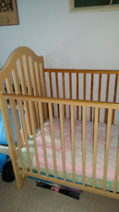 CRIB/TODDLER BED WITH MATTRESS;
