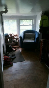 Sunny one bedroom + den apartment 10 minute walk to law school