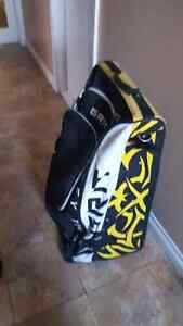 Selling youth Grit hockey bag for 25 dollars
