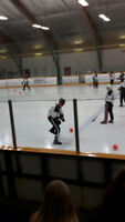 Oshawa Broomball League is looking for players !
