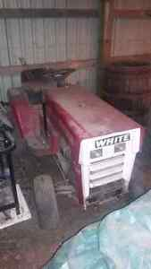 White Town & Country 105 Lawn Tractor