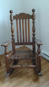 Chaise berçante / rocking chair   solid wood