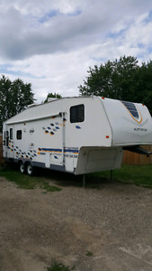 2005 Fleetwood orbit fifth wheel trailer
