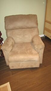 RECLINER FOR SALE.$175 O.B.O