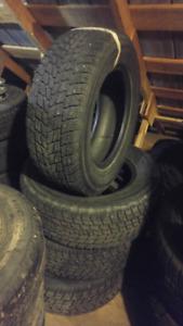 4 pneus d'hiver P235/65R16
