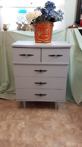 STYLISH RETRO DRESSER