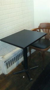 LOT TABLE AVEC PIED FONTE.LOT OF TABLE WITH FOOT IN CAST IRON