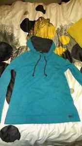 Lot: 4 Sweaters. Hollister. Roots.  (MEDIUM)
