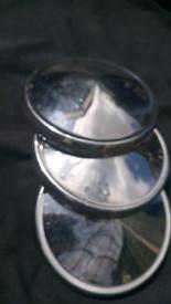 Classic chrome wheel hubs