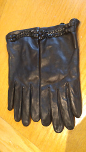 Vince Camuto Black leather gloves