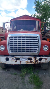 1978 Ford F800 feed truck