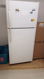 Kenmore 30 inch white fridge and freezer