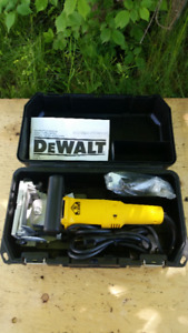 DEWALT DW 682 PLATE JOINER/BISCUIT JOINER IN LIKE NEW CONDITION