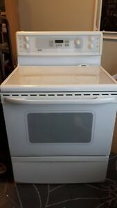 Ceramic Top Stove with Warming Zone & Self Cleaning Oven!