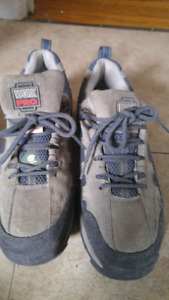 Mans Steel Toe Running Shoes