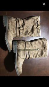 Roxy Boots size 6-great condition