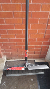 "Suncast 27"" Snow Shovel / Pusher - Display Unit"