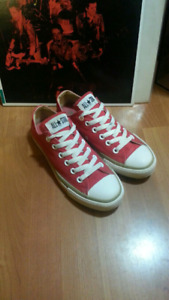 Red Converse Chucks Chuck Taylor All-Stars W-7 M-5