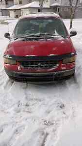 Plymouth Voyager 1999 -  $1000 OBO