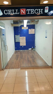 Commercial unit in very busy mall! Low Rent!
