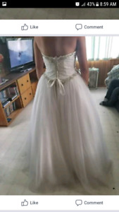 Wedding dress with jewels, never worn out. 600