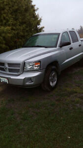 2011 Dodge Dakota SXT Pickup Truck Crew Cab 4X4 low km