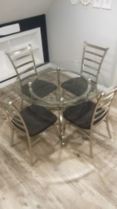 Dining Table With X4 Chairs