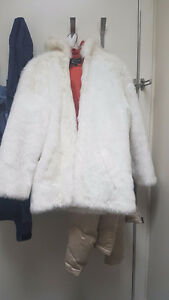 Like new white fake fur coat with zipper closing 2 pockets.