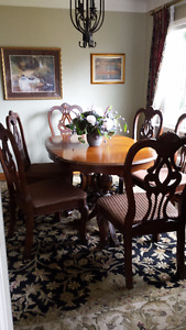 Solid hardwood Dining Table +6 chairs