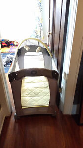 Pack and play travel lite crib Graco