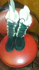 Authentic  Ugg boots Size 8  black
