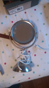 Lightup magnifying mirror