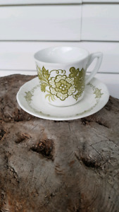 Vintage flower power 1970s ironstone set of 3 cups and saucers