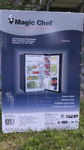 Mini réfrigérateur Magic chef 4.4 pieds cubes