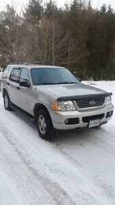 2004 Ford Explorer 4x4 low kms