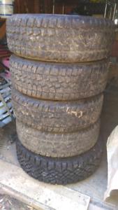215/65RI6 5 bolt jeep pattern winter tires